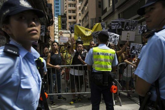 occupy-central-protesters-at-anti-occupy-protest-web