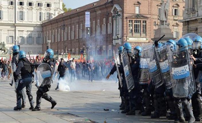 Torino: proteste e scontri contro il Vertice sul lavoro. Landini prende le distanze