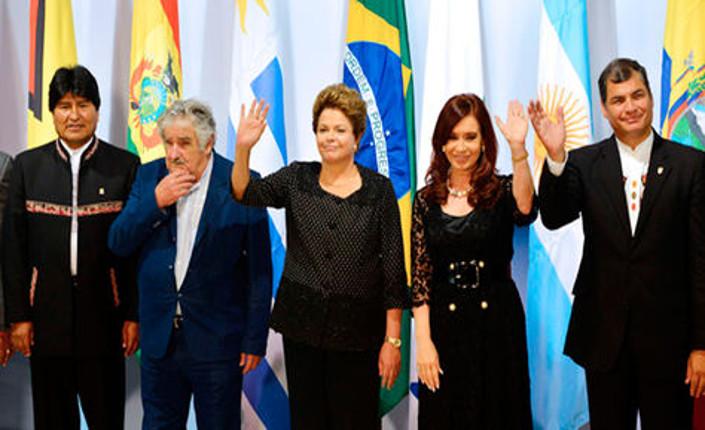 Dilma Rousseff al centro, con da sx i presidenti Evo Morales (Bolivia), Pepe Mujica (Uruguay), Cristina Kirchner (Argentina), Rafael Correa (Ecuador) in Venezuela per un atto commemorativo dedicato al defunto presidente venezuelano Hugo Chavez