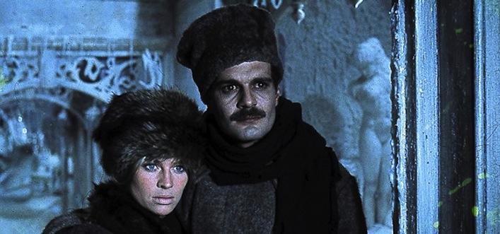 """Julie Christie (Larissa """"Lara"""" Antipova) e Omar Sharif (Jurij Andrejevich Zivago), protagonisti del film del 1965 diretto da David Lean."""