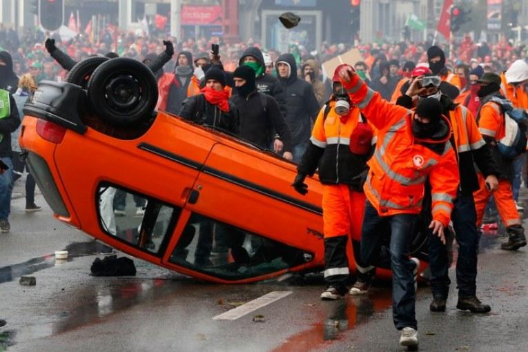 Londra e Bruxelles, cariche a chi dice no all'austerity