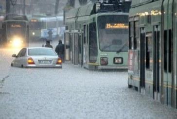 Roma allerta meteo: bombe d'acqua, state a casa