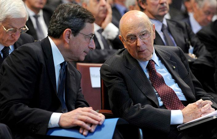 """Mario Draghi, presidente della Bce, affiliato a cinque Ur-Lodges, tra cui anche quella in cui è affiliato Giorgio Napolitano, la """"Three Eyes""""."""