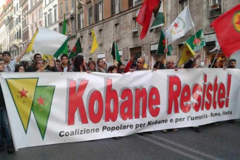 #SaveKobane, in piazza a Roma contro i fondamentalisti dell'Isis
