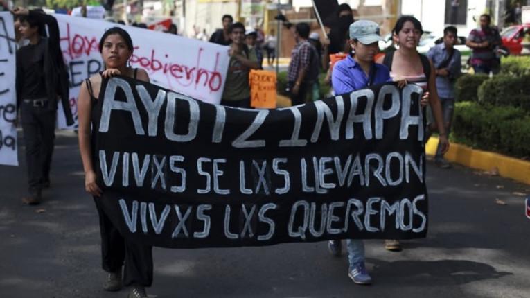 """Libera"" in piazza per i 43 studenti scomparsi in Messico"