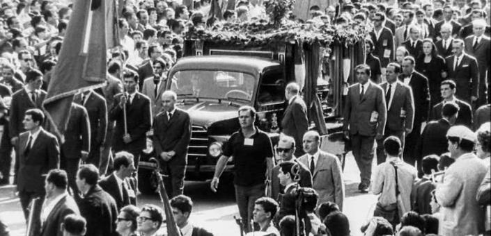 Dal Film i Sovversivi, un'immagine dei funerali di Togliatti