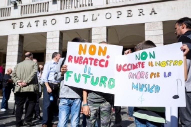 Roma, ora il Re (Marino), è nudo, e vuole lasciare i lavoratori in mutande