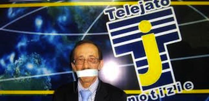 Pino Maniaci in una delle sue provocazioni dagli schermi di TeleJato.