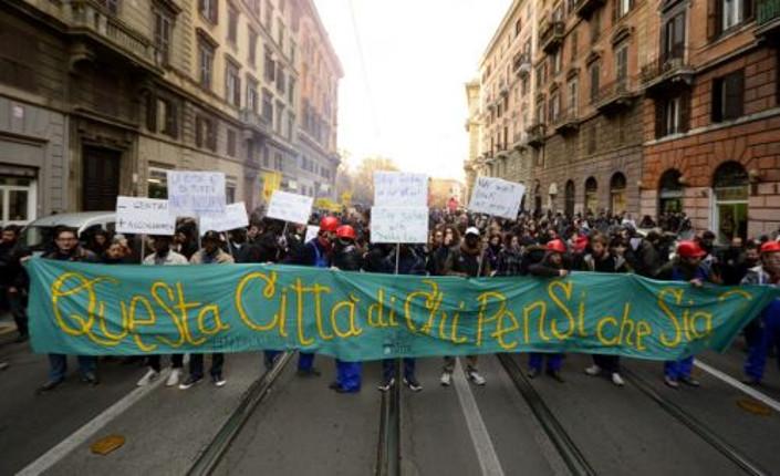 """Corteo a Roma: """"giù le mani dalla città"""""""
