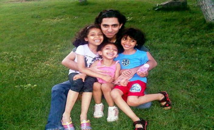 Raif Badawi con le sue tre figlie