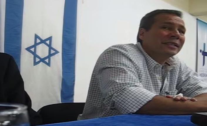 Il procuratore Alberto Nisman durante un incontro con la comunità ebraica argentina nel 2010