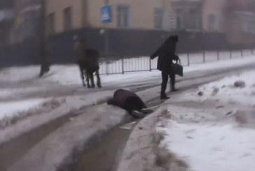 Mortale attacco di Kiev contro un quartiere di Donetsk