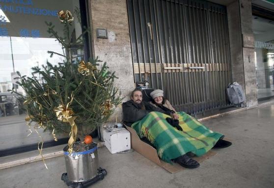 Padova, cento euro di multa al senza dimora che dorme per strada