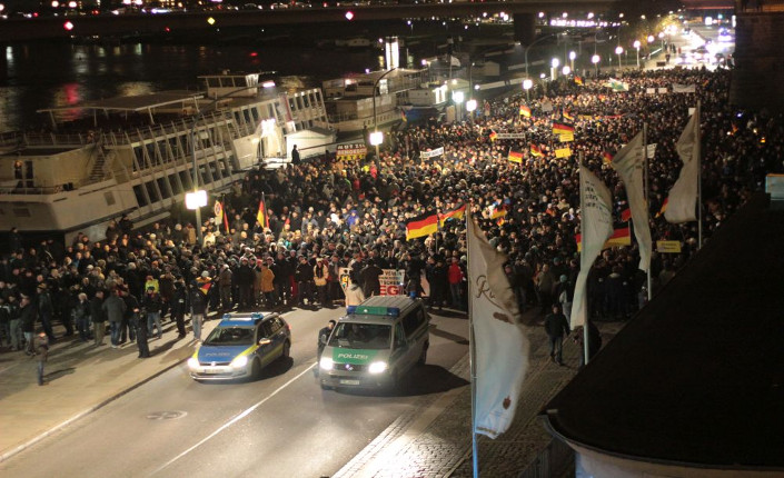 Una delle marce dei lunedì sera di Pegida a Dresda