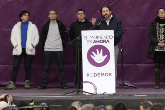 07 Pablo Iglesias durante il discorso conclusivo della marcia