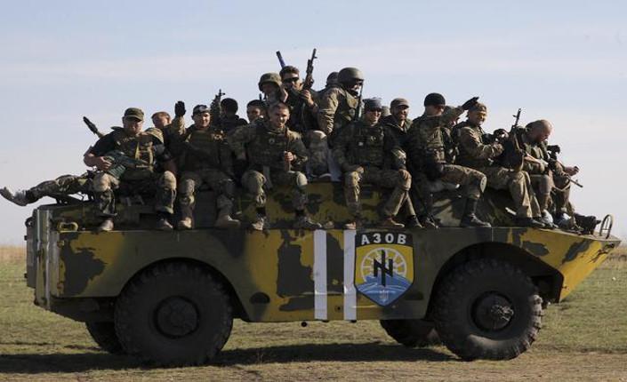 Battaglione Azov durante una esercitazione