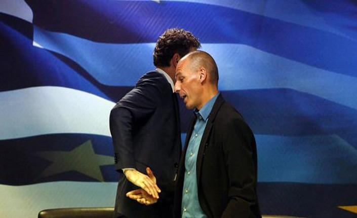 Il presidente dell'Eurogruppo, Jeroen Dijsselbloem  e il ministro delle Finanze greco, Yanis Varoufakis, dopo la riunione di venerdì scorso ad Atene (foto K. Tsirois)