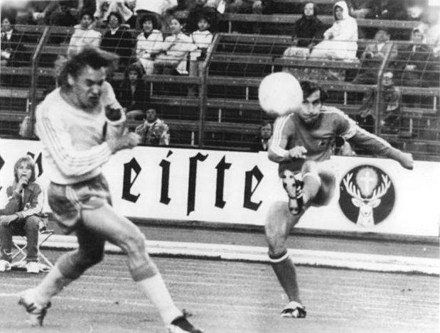 Bundesarchiv_Bild_183-N0703-0040,_Fußball-WM,_Schweden_-_Jugoslawien_2-1