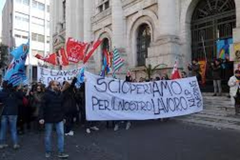 Terni, protesta a oltranza al call center