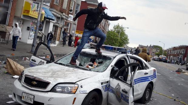 Baltimora, la rivolta dei ghetti più poveri d'America