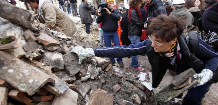 Manifestazione contro i ritardi della ricostruzione del centro storico
