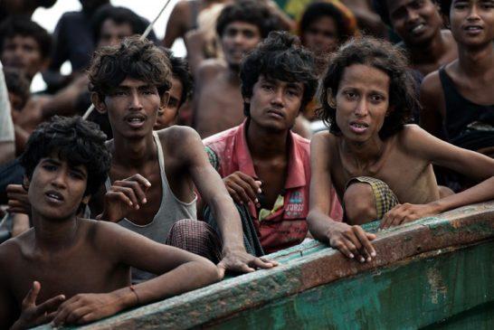 04 Migranti Rohingya su una barca abbandonata dagli scafisti nel Mar di Andamane