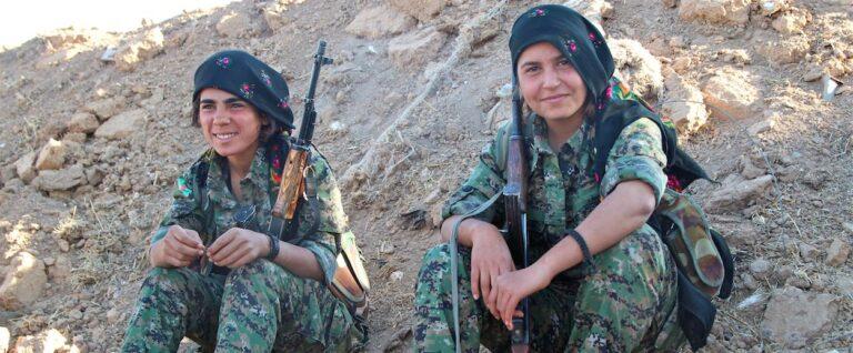 Rojava, donne al fronte (video)