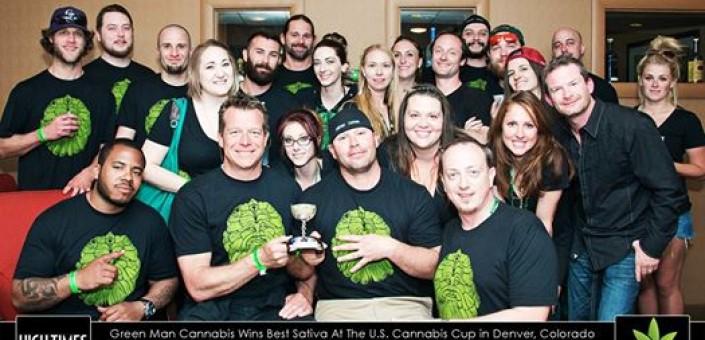 Una foto dello staff di uno dei più di 100 negozi che vendono erba a Denver capitale del Colorado