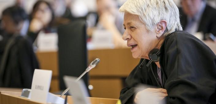 """Barbara Spinelli, giornalista, fondatrice di """"la Repubblica"""", pasionaria della """"Lista per Tsipras"""" ed eurodeputata, ha lasciato le rosse acque dell'Egeo per cercare la formula magica di una """"sinistra"""" liquida"""