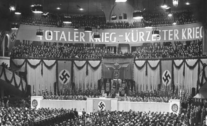 Goebbels riparla da una radio della polizia tedesca