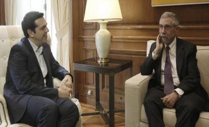 Il primo ministro greco Alexis Tsipras e il Nobel per l'economia Paul Krugman