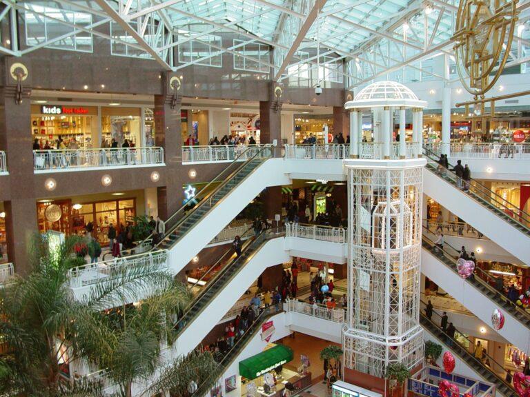 Piccolo è bello. Addio Shopping Mall