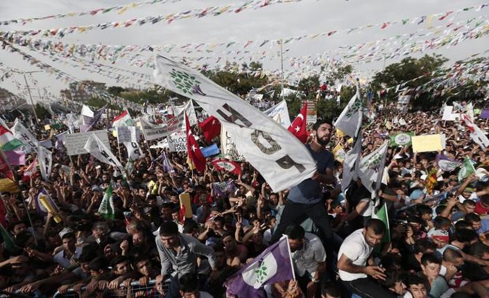 Diyarbakir: attentato al comizio kurdo