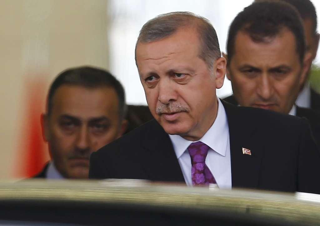 """La Turchia """"dimentica"""" l'Isis e bombarda i curdi"""