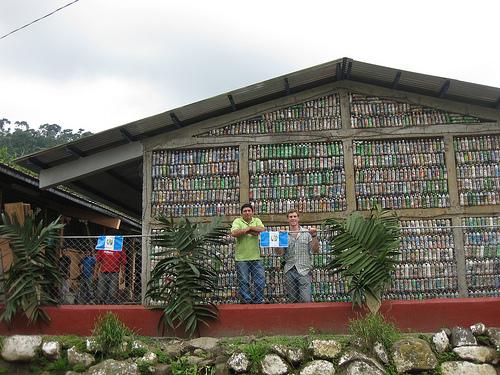 EcoBricks: scuole dai rifiuti