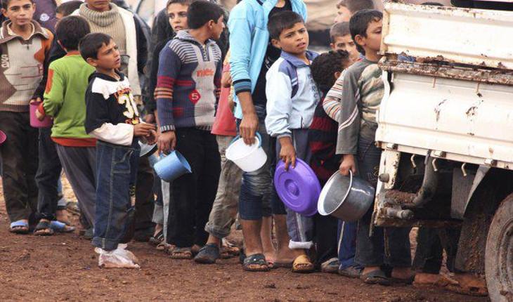 """2 milioni di bambini in Siria combattono ogni giorno """"un'altra guerra"""", quella contro malnutrizione e denutrizione per carenza di cibo causata dalle sanzioni occidentali"""