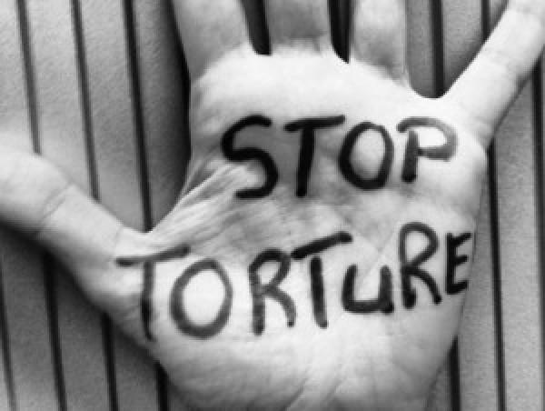 Come produrre dal basso un libro contro la tortura