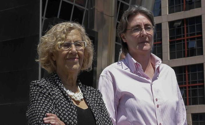 da sinistra Manuela Carmena, sindaca di Madrid, e la sua vice, Marta Higueras