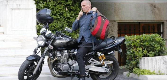 Il prezzo della vittoria del oxi sono le dimissioni del ministro delle Finanze Greco Varoufakis, inviso a molti componenti dell'Eurogruppo