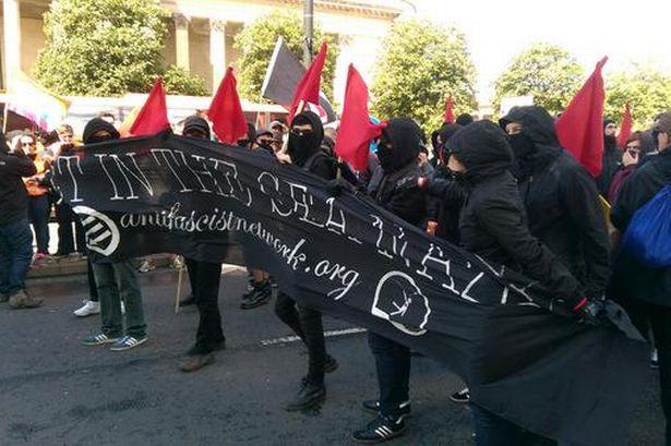 I fascisti minacciano, Liverpool li respinge