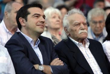 Grecia, Glezos bacchetta Syriza: