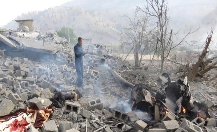 Ciò che resta del villaggio curdo di Zergelê dopo il passaggio dei caccia turchi