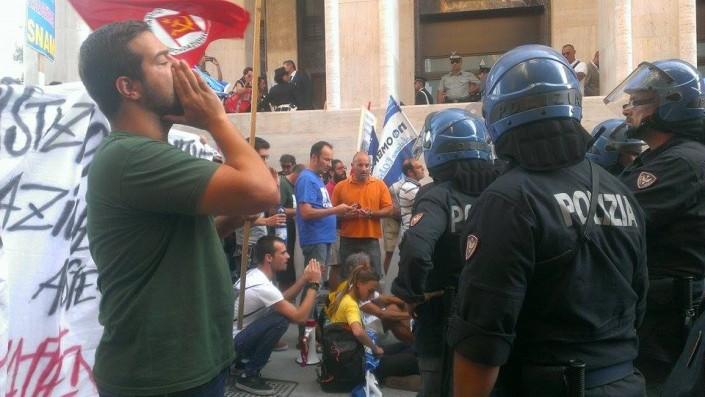 L'Aquila, Renzi è malvenuto