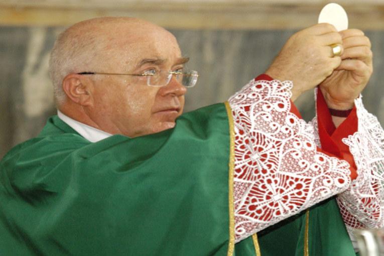 Vaticano: sine die processo a vescovo accusato di pedofilia