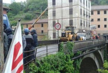 Terzo Valico: amianto negli scavi, ruspe ferme, No Tav agitati