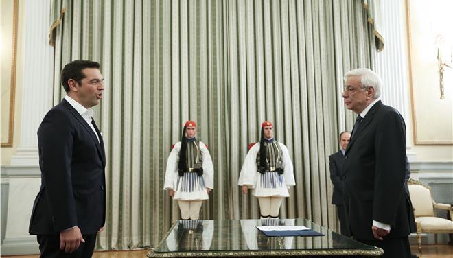 Il nuovo governoTsipras ha giurato. Sul memorandum
