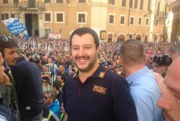 Salvini in divisa, il ballo mascherato dell'impunità