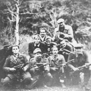 Terzo da destra, in basso, Svetozar Lakovic (Toso), comandante della Gramsci