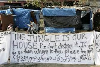 Calais, fino a quando il silenzio sull'inferno dei migranti?
