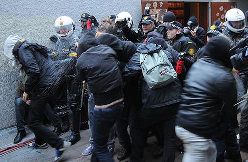 L'Islanda manda i galera i banchieri, Europa e Usa li salvano